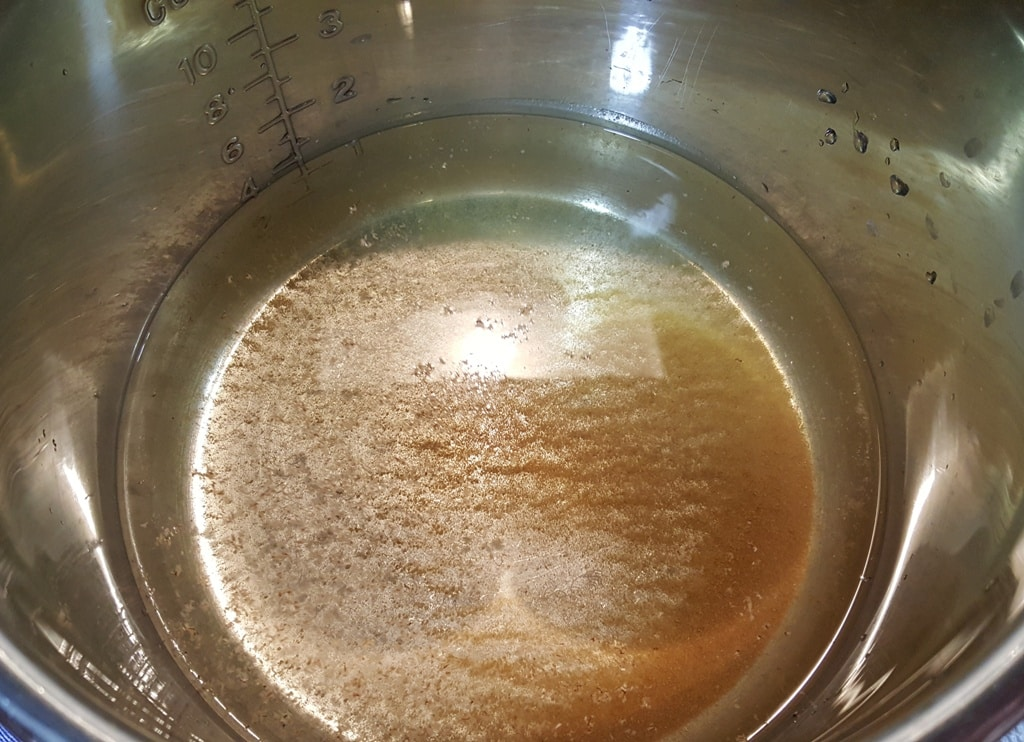 "Add White Vinegar to the Fresh ""Dirty"" Water"
