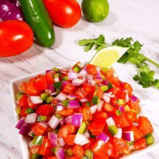 Mexican Homemade Classic Pico de Gallo {Salsa Fresca}