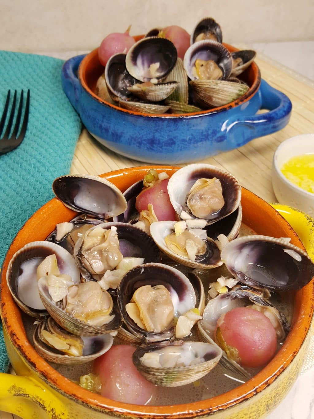 Instant Pot Steamed Clams in Wine Garlic Butter