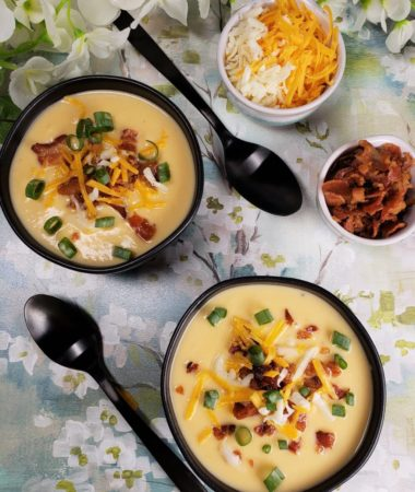 Instant Pot Low Carb Cheesy Cauliflower Soup