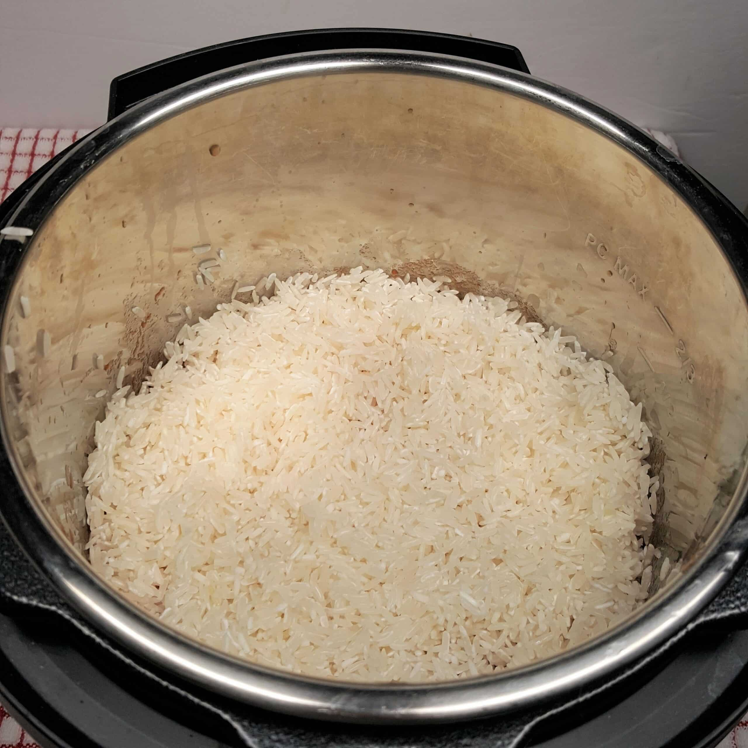 Rice Mixes with Onions and Toasting in Instant Pot